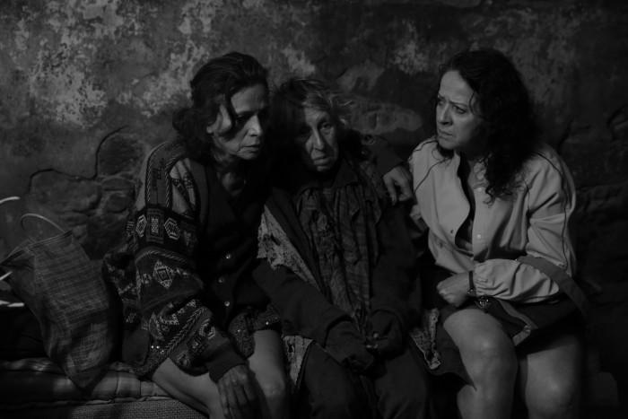 19740-La_calle_de_la_amargura_4_-_Patricia_Reyes_Sp__ndola__Lety_G__mez__Nora_Vel__zquez_-_credit_V__ctor_Mendiola